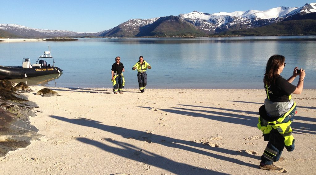 Basecamp tar gjestene til  holmene i fjorden