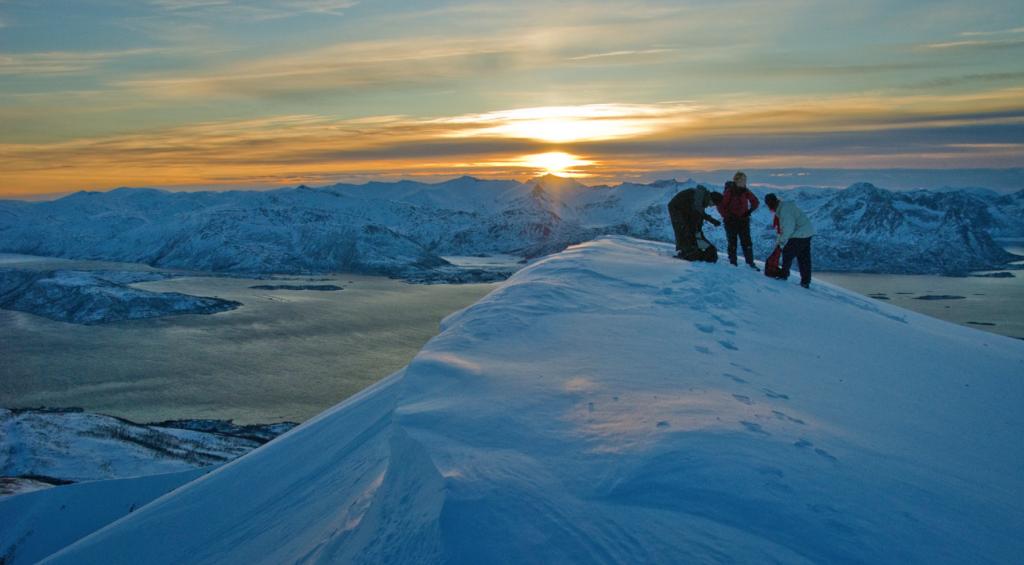 Fjellene byr på mange utfordringer og opplevelser om vinteren. Sjekk www.værvarsom.no før turen.